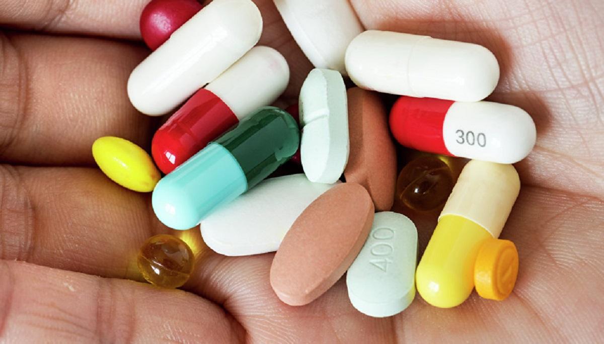 Популярные лекарства, которыми не стоит злоупотреблять, назвали врачи