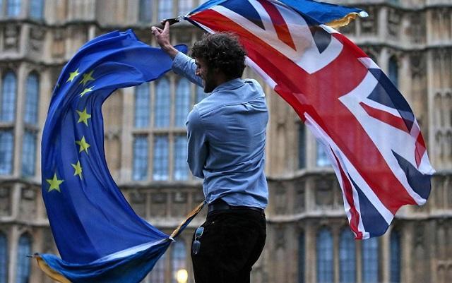 """В Англии """"рухнул"""" сайт с петицией об отмене Brexit из-за наплыва пользователей"""