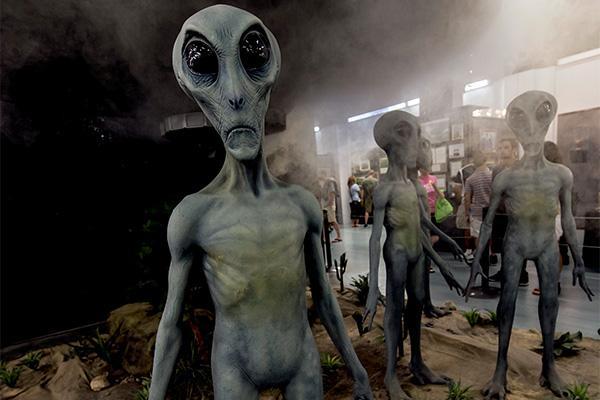На Меркурии инопланетяне молятся о пощаде на дне кратера – уфологи