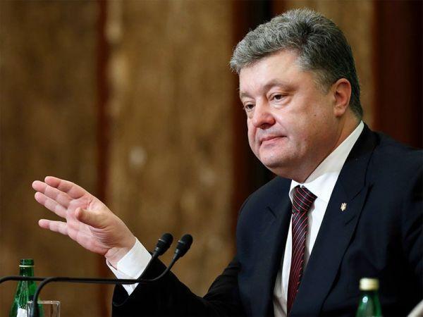 Порошенко внес изменения в Конституцию, касающиеся курса страны на ЕС и НАТО