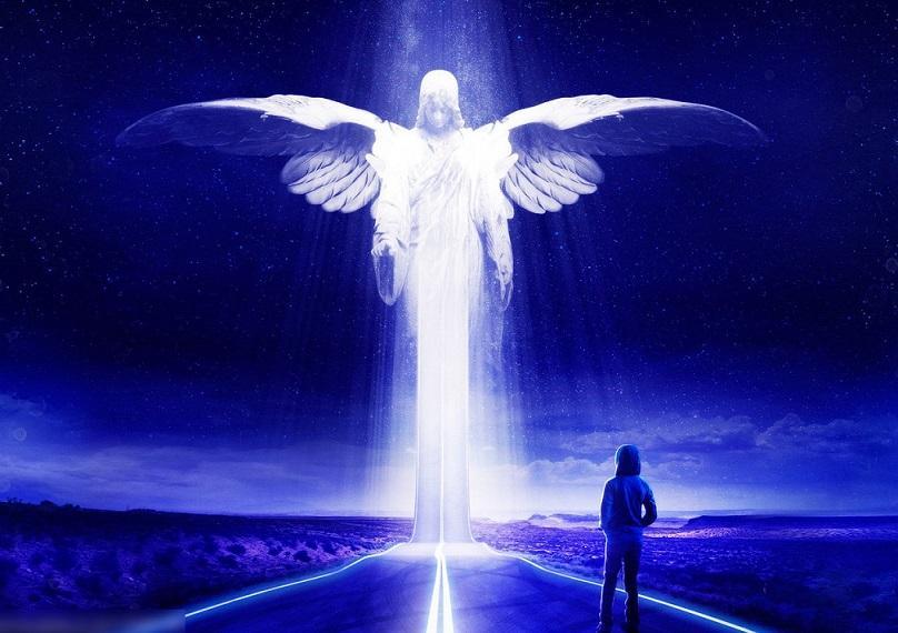 Загадочная эфирная сущность, похожая на ангела, попала в объектив камеры охотников