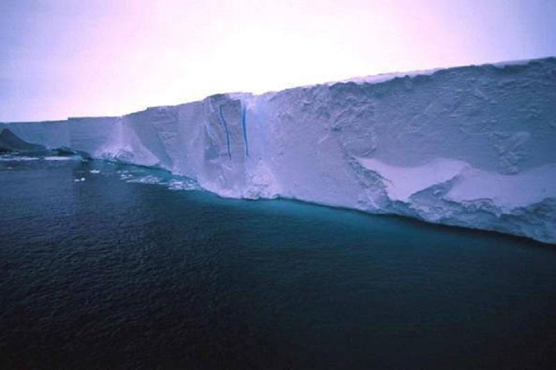 В Антарктиде нашли границу плоской Земли: конспирологи опубликовали загадочное видео