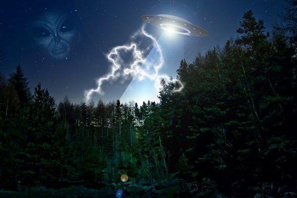 В Большом Манчестере любопытный НЛО летал между домами