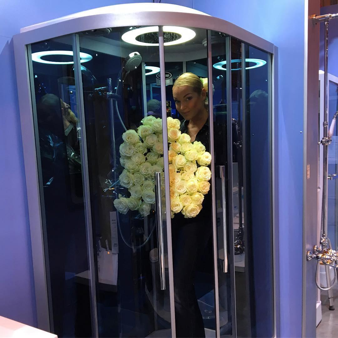 Волочкова перепутала душевую кабину с лифтом