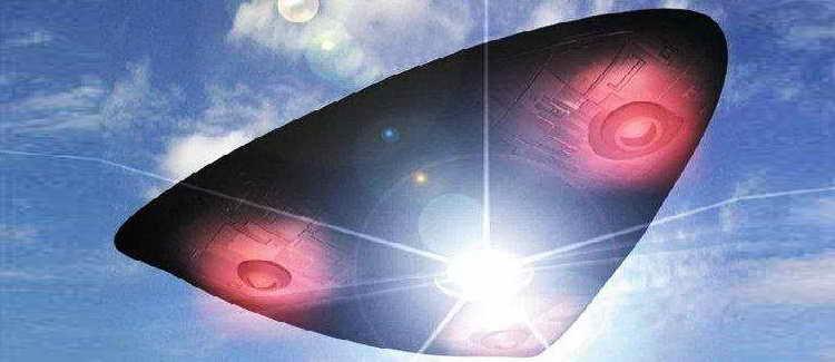 НЛО кубической формы замечен рядом с Солнцем