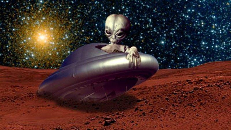 Уфологи сообщили о больших обломках НЛО надне кратера Марса