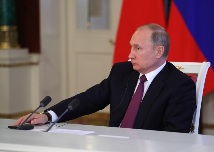 Путин продлил запрет на перевозки с Украины через Россию