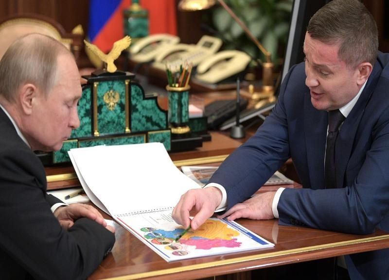 Владимир Путин провел рабочую встречу с губернатором Волгоградской области