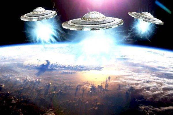 Вторжение инопланетян началось: возле МКС замечен сверкающий корабль пришельцев