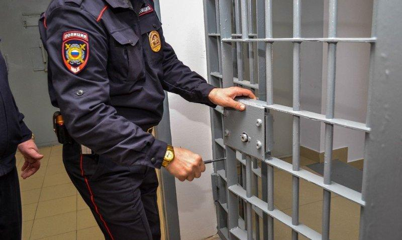 В Уфе по делу об изнасиловании дознавателя продлен арест двум экс-полицейским