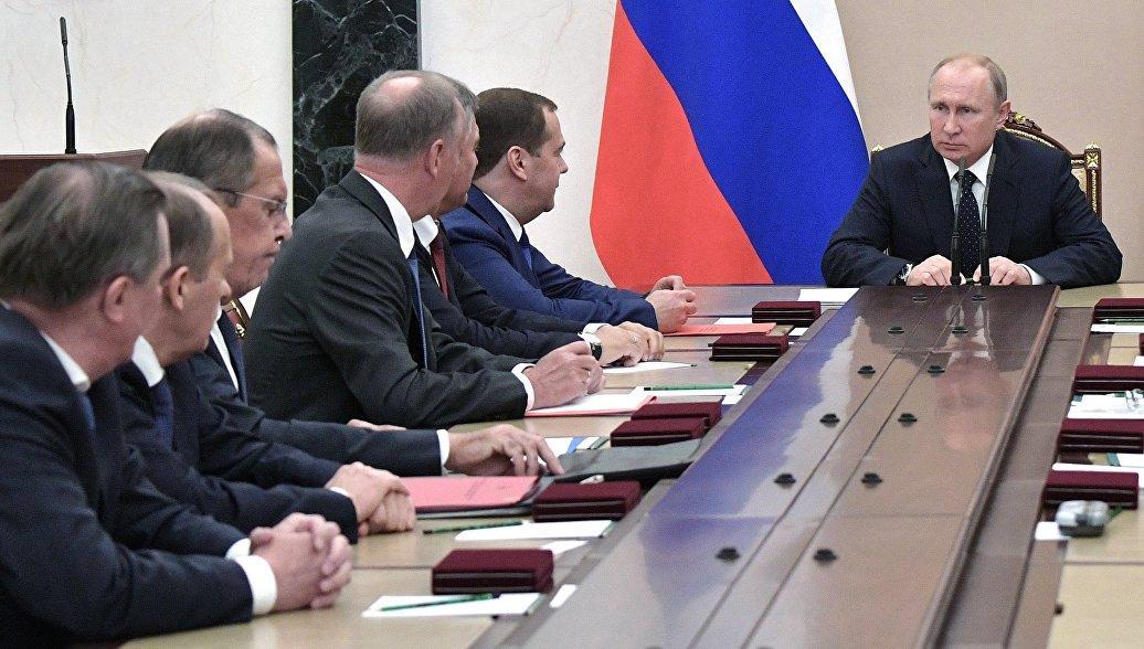 Путин провел совещание с Совбезом РФ по Донбассу после переговоров с Порошенко