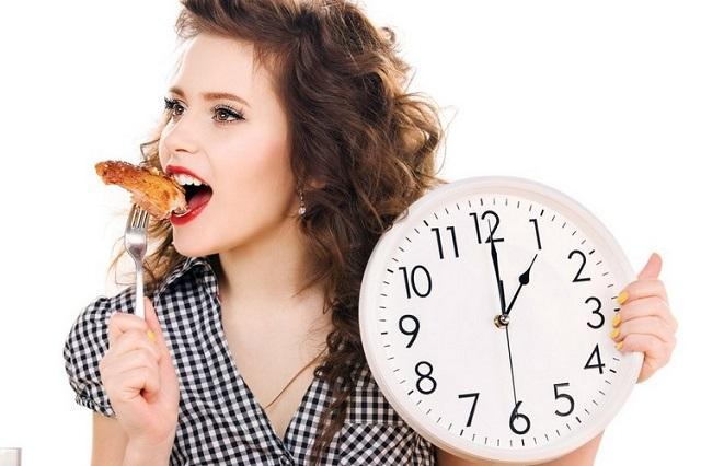 Медики рассказали, в какое время суток активнее всего сжигаются калории