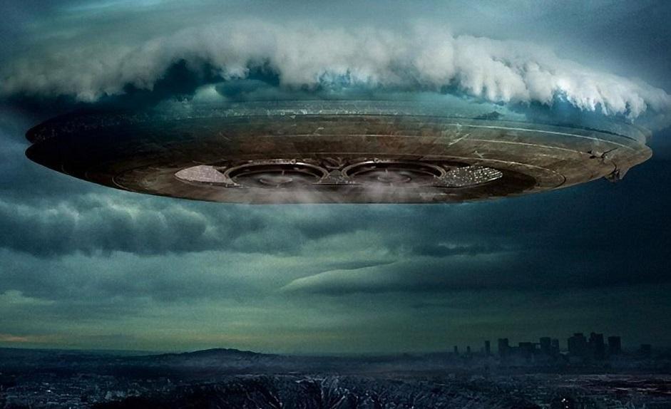 Прибытие гигантского корабля пришельцев запечатлели на видео в Индонезии