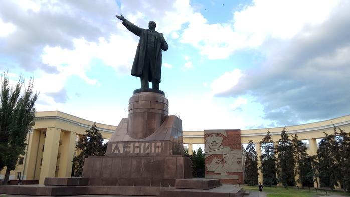 Опасным для жителей Волгограда признан памятник Ленину, расположенный в центре