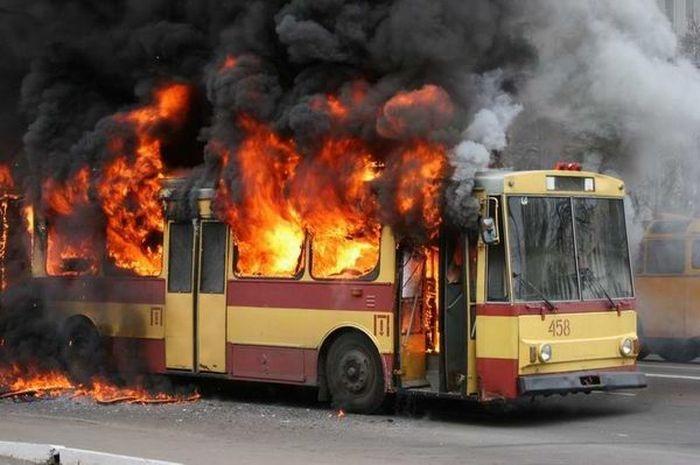 В Подмосковье загорелся автобус, в котором находилось 45 детей