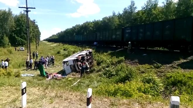 Трагедия в Орловской области: в результате столкновения автобуса и поезда погибли 5 человек, 11 травмированы