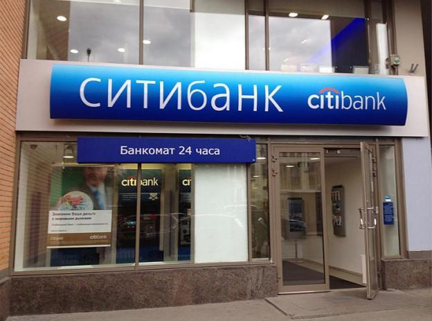В центре Москвы мужчина угрожает взорвать банк