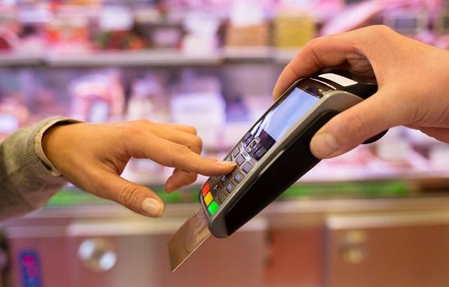 Сбербанк запускает услугу по снятию наличных на кассах магазинов