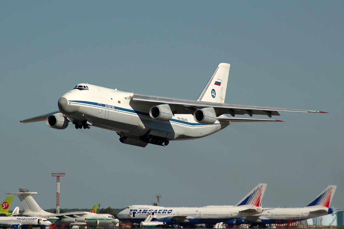 В Каракас прибыли 2 самолета российских ВКС с грузом – СМИ