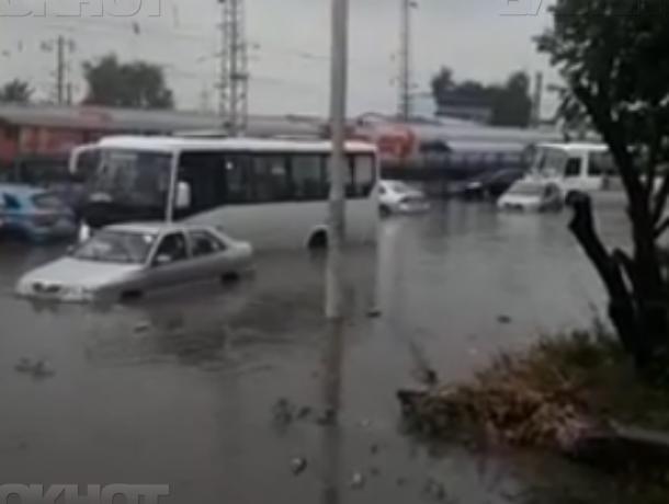 Новочеркасск затопило: коммунальные службы ликвидируют последствия стихии