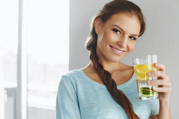 Вода с лимоном: семь полезных свойств цитрусовогонапитка обнаружили медики