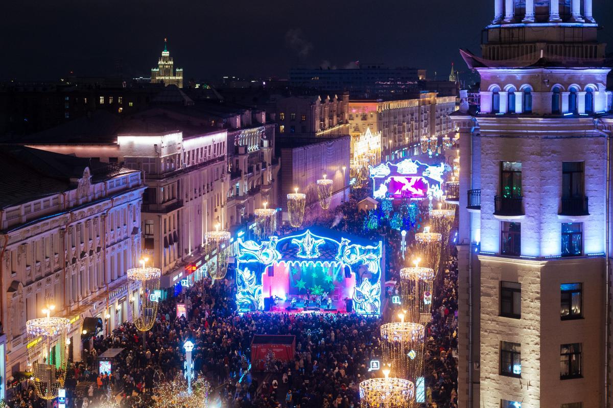Перекрытие улиц в Москве: жителей столицы попросили пересесть на общественный транспорт