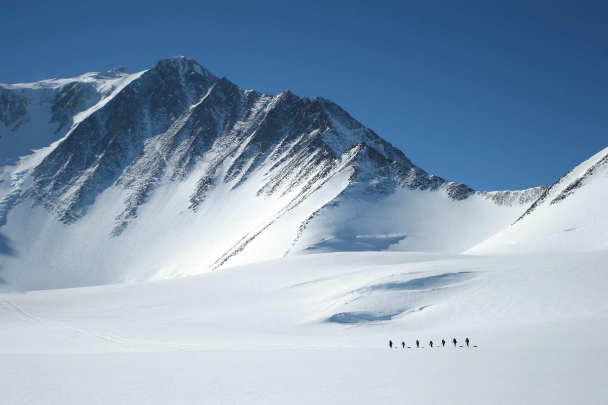 В Антарктиде подо льдами прячется «глаз Сахары», ученые озвучили вывод по странной находке