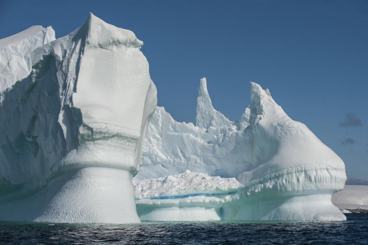 В Антарктиде обнаружено гигантское каменное лицо, подобное уже имело место, но не на Земле