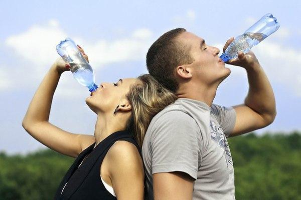 Ученые: Недостаток воды является причиной ожирения