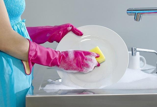Роскачество назвало самые безопасные средства для мытья посуды