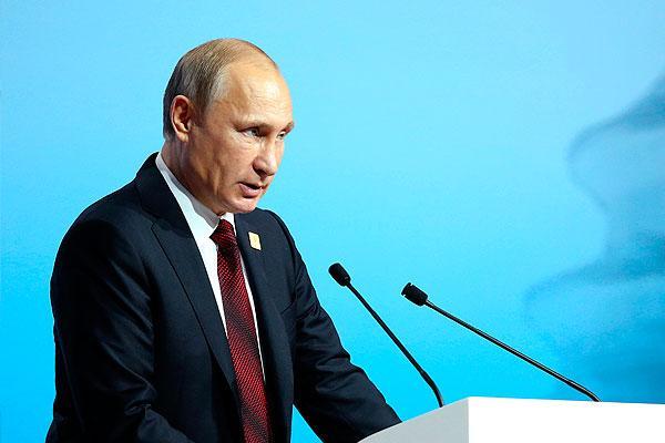 Владимир Путин пообещал и дальше поддерживать развитие спорта в России