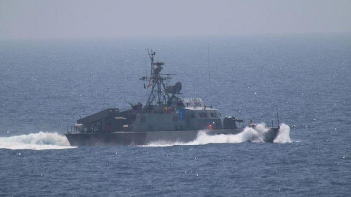 Иранский патрульный корабль прогнал корабль ВМС США