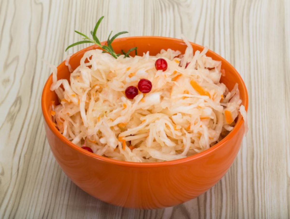 Квашеная капуста быстрого приготовления: простой рецепт с приятным дополнением