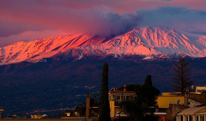 Вулкан Этна проснулся в канун католического Рождества