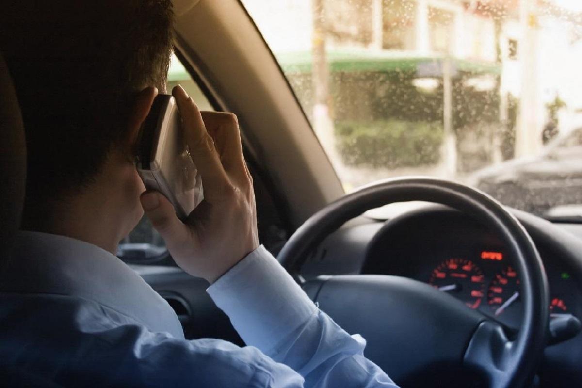 Названы три самые опасные привычки автолюбителей