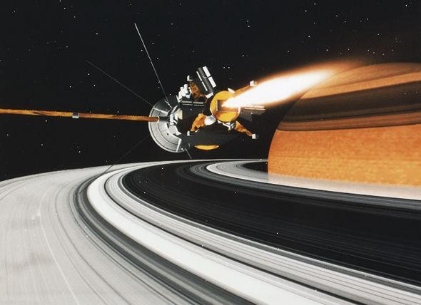 NASA шокировало ученых «повреждением» колец Сатруна, показав фото изогнутых колец
