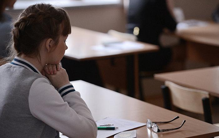 Школьники смогут написать итоговое сочинение в дополнительный день, чтобы получить доступ к ЕГЭ