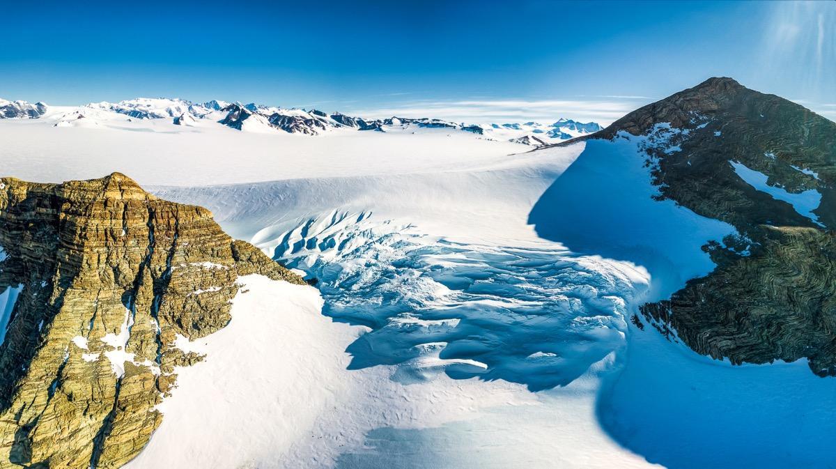 В Антарктиде обнаружены загадочные сооружения, раскрывающие главную загадку материка