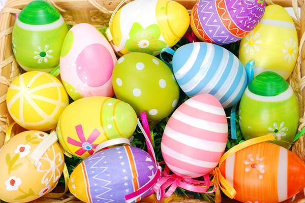 Луком, нитями икраской. 5 методов выкрасить яйца наПасху