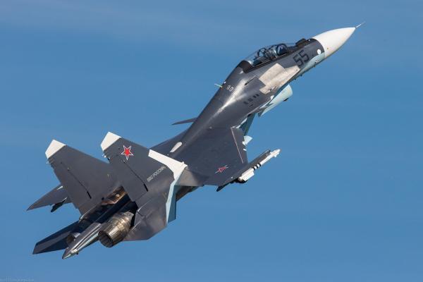 В Ростовской области на трассе приземлились боевые самолеты