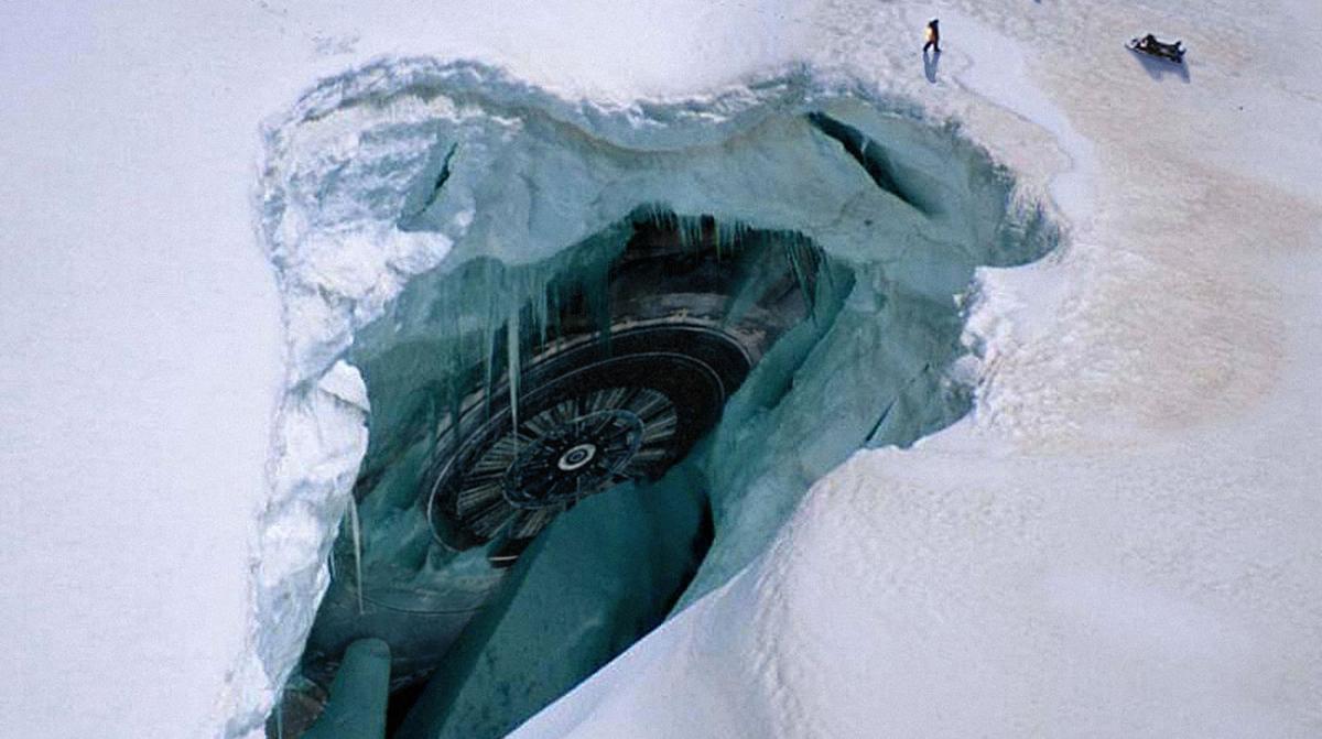 В Антарктиде найдены загадочный след и корабль, спрятанный инопланетянами