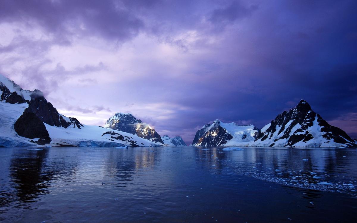 На космических снимках Антарктиды обнаружены таинственные объекты