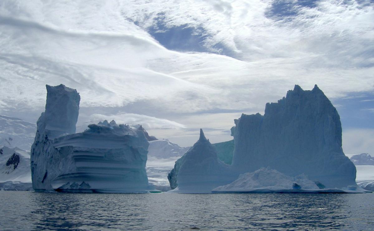 В Антарктиде найдена цепь объектов