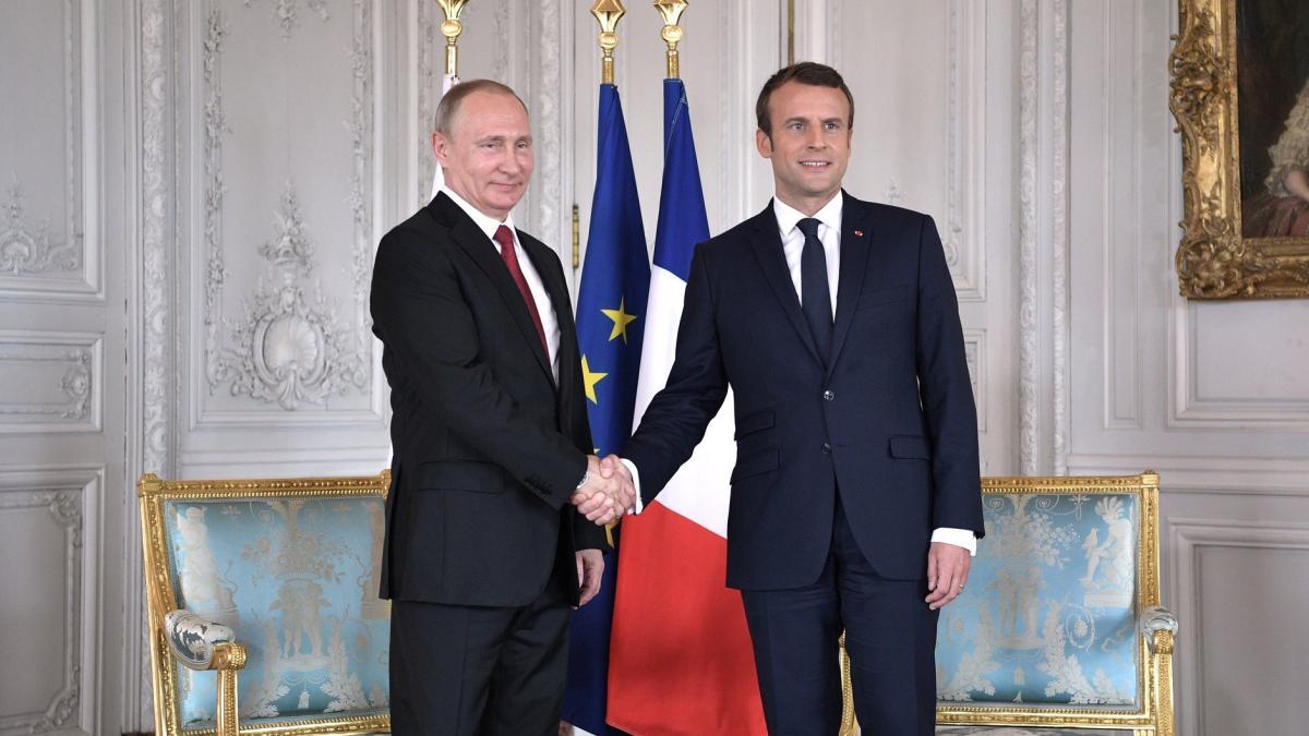 Названы основные темы, которые обсудят в ходе переговоров Путин и Макрон