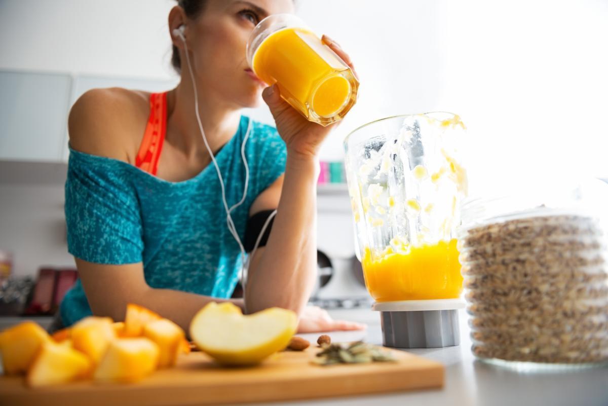 Похудеть и не набрать вес в праздники: ученые рассказали о главных принципах похудения и стройности