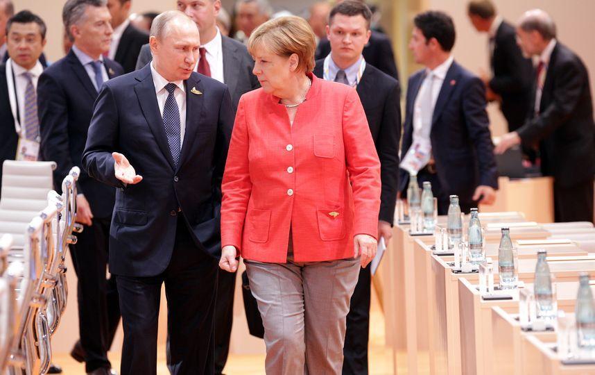 Макрон и Меркель едут в Москву: СМИ узнали цель визита
