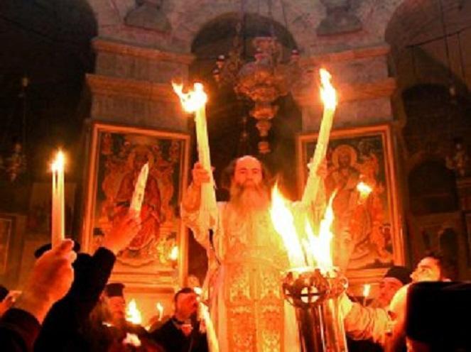Чудо Благодатного огня имеет научные доказательства: в РПЦ опровергли скандальное заявление армянского священника