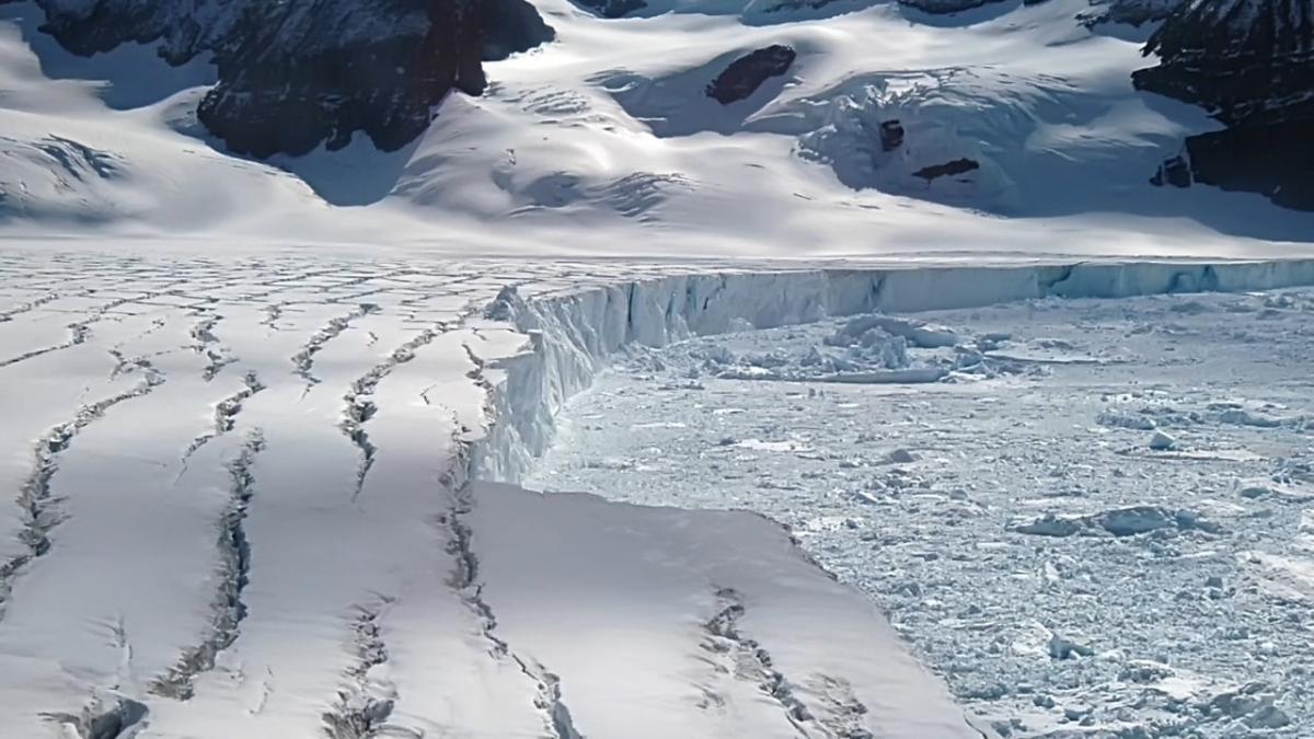 В Антарктиде обнаружены два гигантских разлома: стало известно, чем это грозит