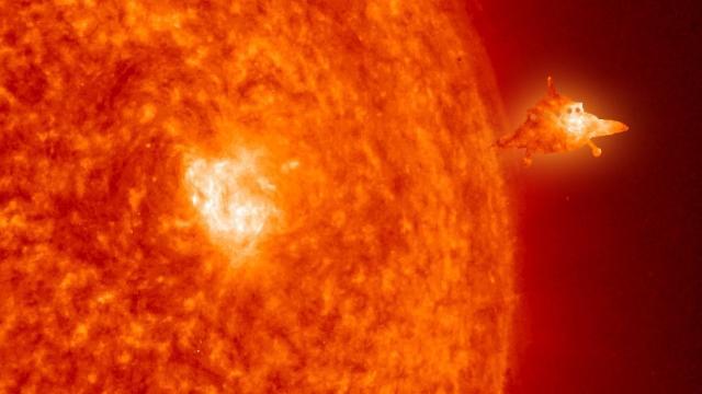 Инопланетяне на странном кораблей замечены около Солнца – уфолог