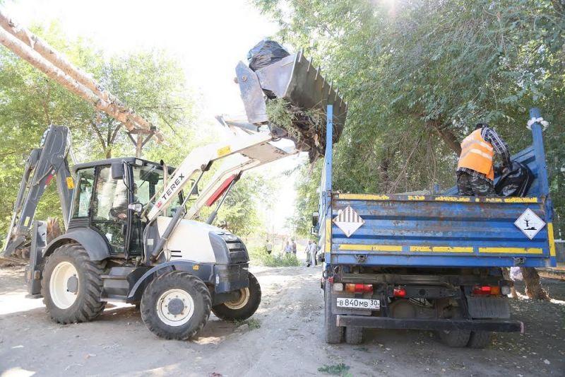 В Астрахани убрали свалку около детского сада